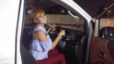 Ouch! Jenita Janet Pamer Mobil Mewah