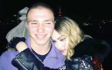 TERHEBOH: Yeay! Madonna Bisa Ketemu Rocco Lagi