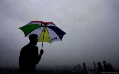 Awal Pekan, Hujan Guyur Jakarta di Siang Hari