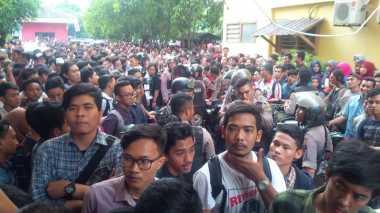 Dikepung Mahasiswa, Polisi Kesulitan Evakuasi Pembunuh Dosen UMSU
