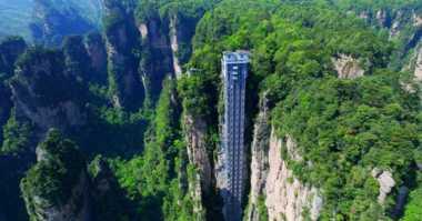 Elevator Kaca Tertinggi di Dunia yang Bisa Bikin Gemetar