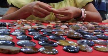 Perajin Siapkan 1.897 Batu Akik untuk PON 2016