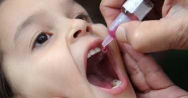 Perbedaan Imunisasi Polio Tetes dan Suntik