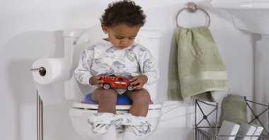 Sembilan Tips Sukses Melatih Anak BAK dan BAB Sendiri