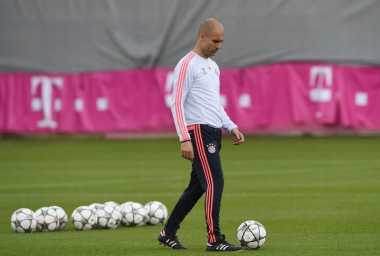Guardiola Tak Pernah Paksa Gaya Bermain Barcelona di Bayern