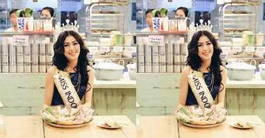 FOTO: Di Surabaya, Natasha Mannuela Disuguhi Jajanan Pasar