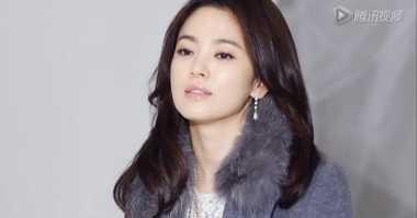 Jadi Narator, Song Hye Kyo Rela Tak Dibayar