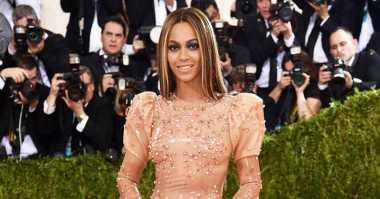 Beyonce Kembali Lepaskan Cincin Pernikahan