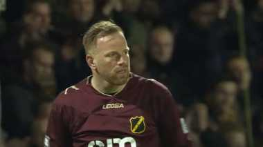 Mengharukan, Fans Lawan Ucapkan Belasungkawa untuk Kiper NAC Breda