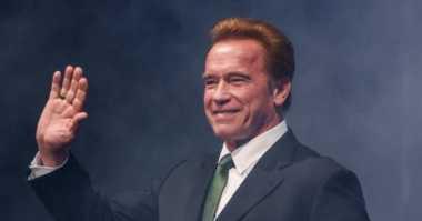 Arnold Schwarzenegger Main Film Komedi