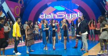 Live Dahsyat: Host Dahsyat Bantu Pedagang Berjualan