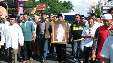 Pemakaman Tutty Alawiyah, Lalin Jatiwaringin Lumpuh