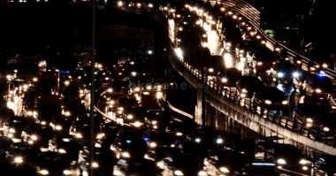Tengah Malam, Sejumlah Ruas Jalan Tol Padat