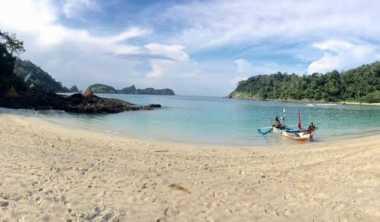 Paling Asyik Kunjungi Pantai Wedi Ireng saat Long Weekend