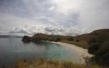 Pantai Pink Surganya Wisatawan untuk Long Weekend