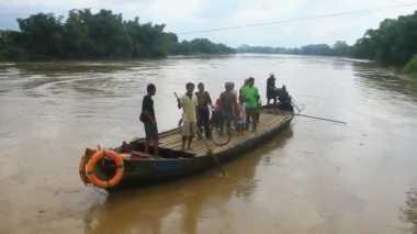 Air Sungai Bengawan Solo Tercemar Limbah Industri