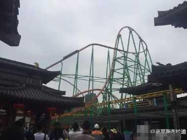 Rollercoaster Mendadak Berhenti, Turis Terjebak di Ketinggian 70 Meter