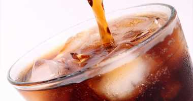 Mengerikan! Silet Berlendir Ditemukan dalam Minuman Soda