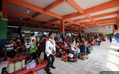 Bus Terjebak Macet, Penumpang di Terminal Kampung Rambutan Terpaksa Menunggu
