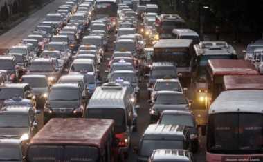 Volume Kendaraan Tak Sepadat Kemarin, Tol Cikampek Berangsur Lancar