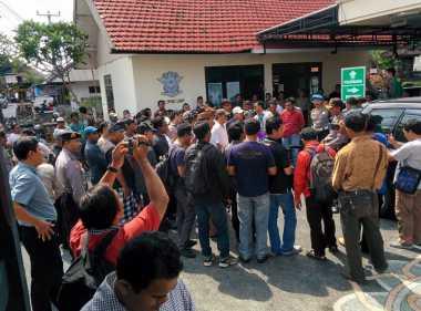 Polisi Dibunuh Amokrane Sabet, Warga Geruduk Mapolsek Kuta