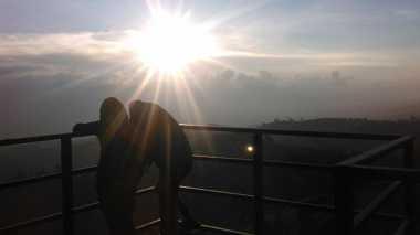 Punthuk Setumbu Geser Ketenaran Borobudur Lihat Sunrise di Yogya