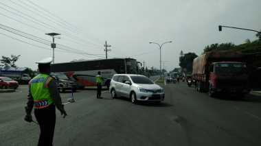 Macet 5 Km, Kendaraan Dialihkan lewat Ring Road Mojoagung