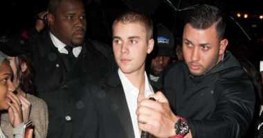 TERHEBOH: Foto Ciuman Justin Bieber dan Selena Gomez Jadi Terpopuler