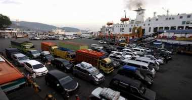 Antrean Kendaraan di Penyeberangan Air Putih Bengkalis Capai Dua Kilometer