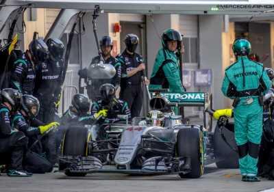 Mercedes Selidiki Kasus Kegagalan Mesin yang Menimpa Hamilton