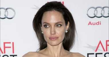 TOP GOSSIP #10: Angelina Jolie Jadi Dosen di London School of Economics