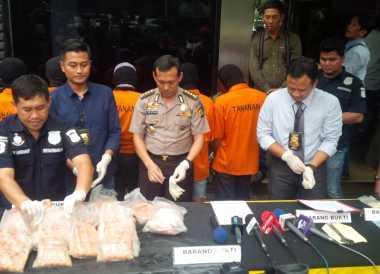 Jelang Ramadan, Polisi Bongkar Penjualan Ayam Kemasan Kedaluwarsa