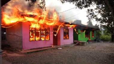 Bentrok di Timika Berlanjut, Rumah Warga Dibakar