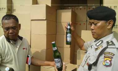 Polisi Gerebek Gudang Miras Terbesar di Kota Serang