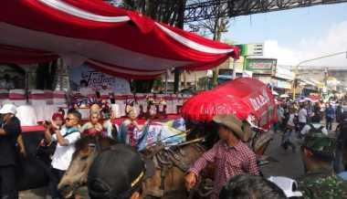 Pawai Cowboy Semarakkan Festival Tangkuban Perahu 2016