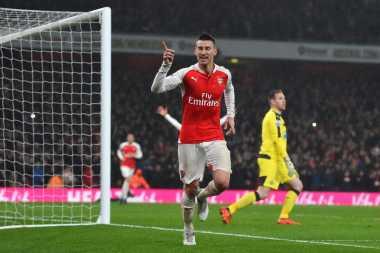 Mourinho Ingin Angkut Bek Arsenal ke Old Trafford
