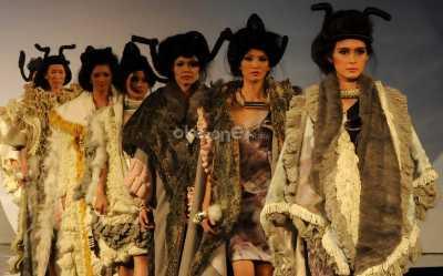 Indonesian Weekend Lirik Model-Model Cantik di London