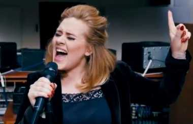 Adele Dapatkan Kontrak Ratusan Juta Dollar dengan Sony