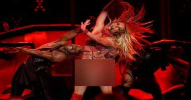Seksinya Britney Spears Berbikini Merah