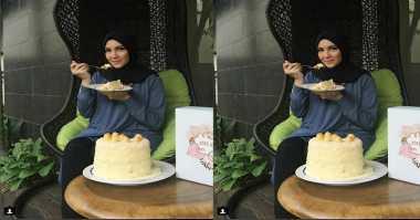 FOTO: Nyum...Nyum Enaknya Ratna Galih Santap Nastar Cake