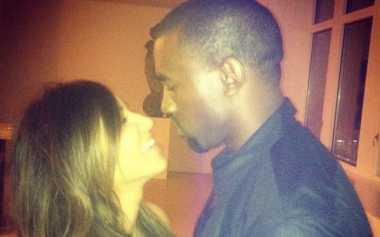 TOP GOSSIP #8: Kim Kardashian - Kanye West Rayakan Ultah Pernikahan