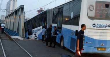 Kereta vs Transjakarta, 2 Petugas Palang Pintu Jadi Tersangka