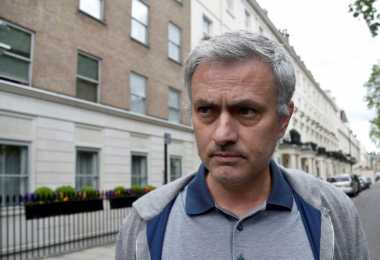 Mourinho Raih Gaji yang Sama dengan Guardiola