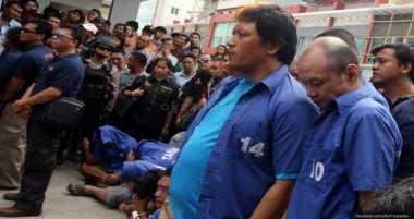 Pakai Gamis & Kopiah Hitam, Freddy Budiman Hadiri Sidang PK