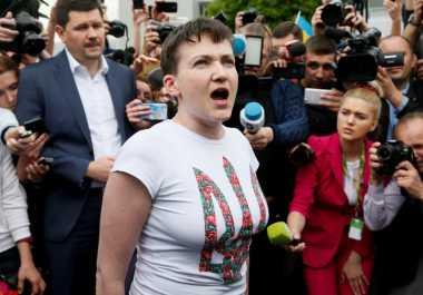 Pilot Ukraina Savchenko Dibebaskan dalam Pertukaran Tahanan