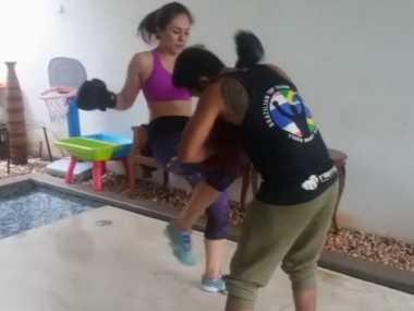 FOTO: Wulan Guritno Pilih Boxing untuk Jaga Kebugaran