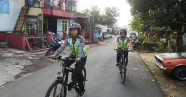 Sapa Warga di Permukiman Padat, Polwan Giatkan Patroli Sepeda