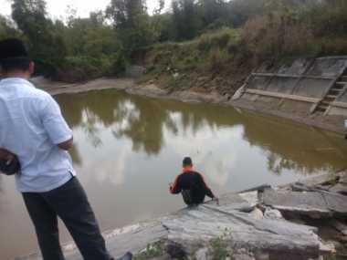 Diduga Pengerjaannya Asal-asalan, Embung Penampung Air Hujan Ambles