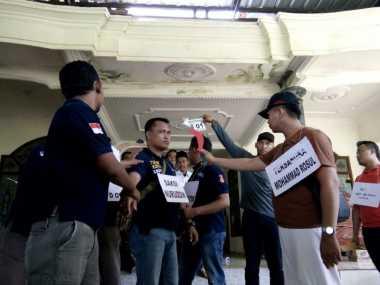 Polisi Rekonstruksi Kasus Warga Dikeroyok Aparat Desa