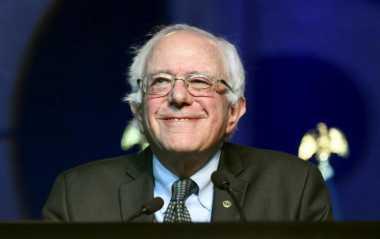 Sanders Siap Layani Trump untuk Debat di California